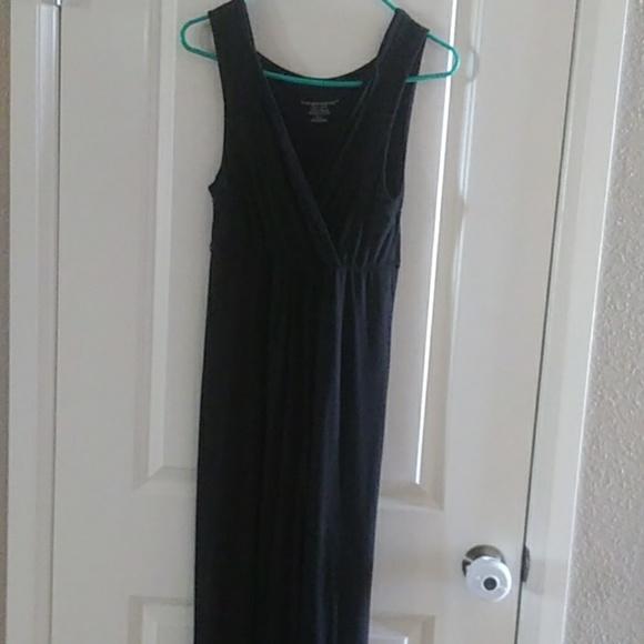 Liz Lange Dresses & Skirts - Liz Lange Maternity Nursing Friendly Dress